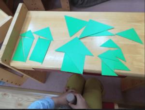キッズアカデミー、三角形を組み合わせて色々なものを作る教材